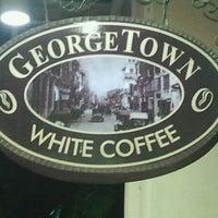 Photo taken at Georgetown White Coffee by Hafiz I. on 9/22/2011