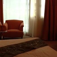 Photo taken at Tai-Pan Hotel by Ohaez on 5/13/2012