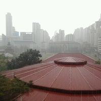 Photo taken at อาคาร 14 (อาคารเรียนรวม) ตึกไข่ดาว by Mewtwo V. on 1/25/2012