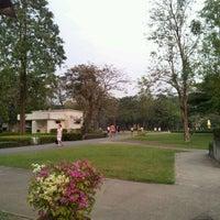 Das Foto wurde bei Chaaloem Phrakiat Park von Ame_chan ;. am 1/28/2012 aufgenommen