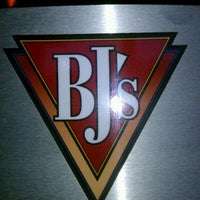 Photo taken at BJ's Restaurant and Brewhouse by Olayemi O. on 8/21/2011