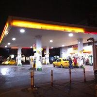 Foto tomada en Shell por Ali Sinan C. el 3/20/2011