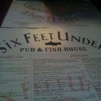 Das Foto wurde bei Six Feet Under Pub & Fish House von Pink Sugar Atlanta N. am 1/24/2012 aufgenommen