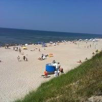 Photo taken at Nidos centrinis pliazas/ Nida Beach by Alexander M. on 7/29/2012