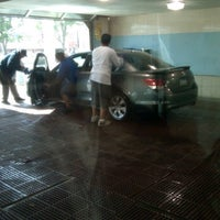 Foto scattata a Mobil / K & H Car Wash da Corey G. il 9/20/2011