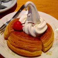 Photo taken at Komeda's Coffee by Toshio on 9/7/2012