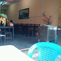 Photo taken at nasi ayam penyek dio by Rasyid E. on 1/31/2012