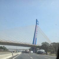 Foto tirada no(a) Viaduto Cidade de Guarulhos por Jr. B. em 8/27/2012