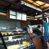 Photo taken at Starbucks by Kah Mun W. on 1/16/2011