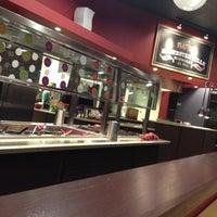 Photo taken at Flat Top Stir-Fry Grill by Brittney Luna B. on 9/2/2012