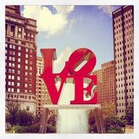 8/29/2012 tarihinde Leslie B.ziyaretçi tarafından JFK Plaza / Love Park'de çekilen fotoğraf