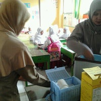 Photo taken at SDN 33 Monjok by Dian S. on 12/6/2011