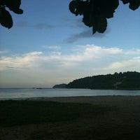 Photo taken at Praia Alegre by Fabi K. on 1/27/2012