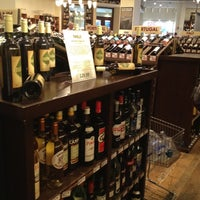 Foto tirada no(a) Union Square Wines & Spirits por Lauren L. em 9/7/2012