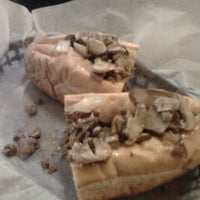 Foto tirada no(a) Frankie's South Philly Cheesesteaks and Hoagies por Jen F. em 1/22/2011