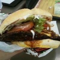 Foto tirada no(a) Burger King por Yuri C. em 11/25/2011