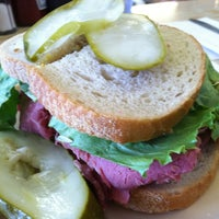 Photo prise au Moon's Sandwich Shop par Tanveer A. le8/15/2012