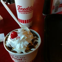 Photo taken at Freddy's Frozen Custard & Steakburgers by Rudy S. on 8/28/2012
