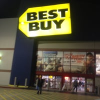 Photo taken at Best Buy by Carbrat on 12/13/2011