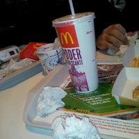 Foto tomada en McDonald's por Devon S. el 11/7/2011