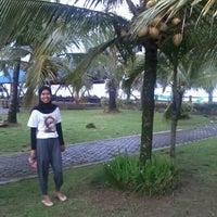 Photo taken at Pondok hexa ujung genteng by Kazwini H. on 1/30/2012
