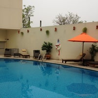 Photo taken at Swimming Pool @ Dusit D2 Hotel by Sungwian M. on 4/1/2012