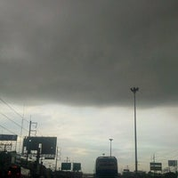 Photo taken at พหลโยธินขาออก by ขอบน้ำ ท. on 7/27/2012