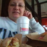 Foto diambil di Dunkin Donuts oleh Pennie T. pada 6/1/2012