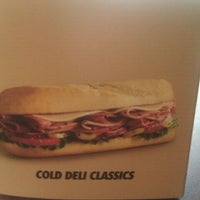 Photo prise au Penn Station East Coast Subs par Holly O. le11/11/2011