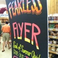 Foto tomada en Trader Joe's por Tim M. el 9/9/2012