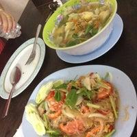 Photo taken at ร้านเจ้เหนา อาหารตามสั่ง by supattra p. on 5/21/2012