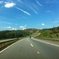 Photo taken at Rodovia Governador Carvalho Pinto by Helio S. on 4/8/2012