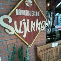 Foto tirada no(a) Hamburgueria do Sujinho por Valeria I. em 3/17/2012
