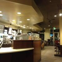 Das Foto wurde bei Starbucks von James L. am 6/9/2012 aufgenommen
