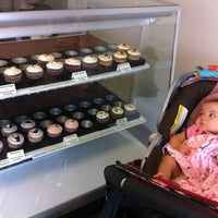 Photo taken at Le Sucre Cakes & Cupcakes by Jose Jeng F. on 6/29/2012
