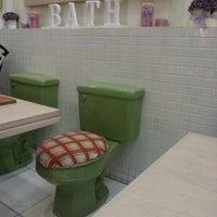 7/28/2012에 Diandra P.님이 Nanny's Pavillon - Bathroom에서 찍은 사진