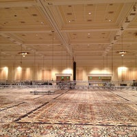 Снимок сделан в The Mirage Convention Center пользователем Roger H. 6/3/2012