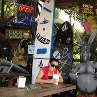 Foto tomada en The Surfin Burrito por J el 7/22/2012