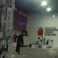 Photo taken at 4 Fingers by Arslan U. on 3/27/2012