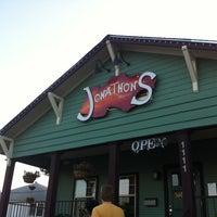 Foto scattata a Jonathon's Oak Cliff da Jake D. il 4/28/2012