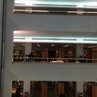 Photo taken at Biblioteca da FEUP by João Carlos S. on 2/8/2012