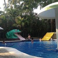 Photo taken at piscina hotel Emporio by Karen C. on 5/1/2012