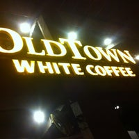 Photo taken at OldTown White Coffee by Zack Hasriq on 8/29/2012