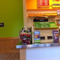 6/10/2012 tarihinde Joni J.ziyaretçi tarafından Jamba Juice'de çekilen fotoğraf