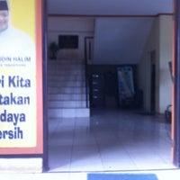 Photo taken at Kantor Kecamatan Cipondoh by Dhana Putra 龐. on 7/27/2012