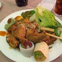 Das Foto wurde bei Lótus Restaurante Vegetariano von Adrien C. am 8/4/2012 aufgenommen