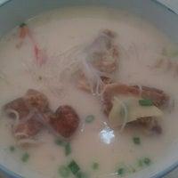 Photo taken at 康师傅鱼头米粉 by Yin Hui P. on 8/17/2012