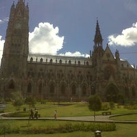 Foto tomada en La Basílica Del Voto Nacional por Daniel C. el 8/27/2012