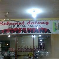Photo taken at RM Padang Sederhana by Gilbert D. on 4/8/2012