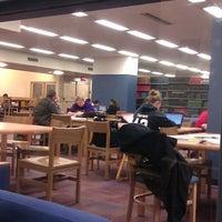 Foto tomada en Weinberg Memorial Library (University of Scranton) por Lisa-Marie L. el 4/20/2012